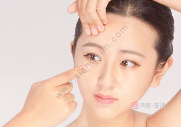 先卸妆还是先取隐形眼镜
